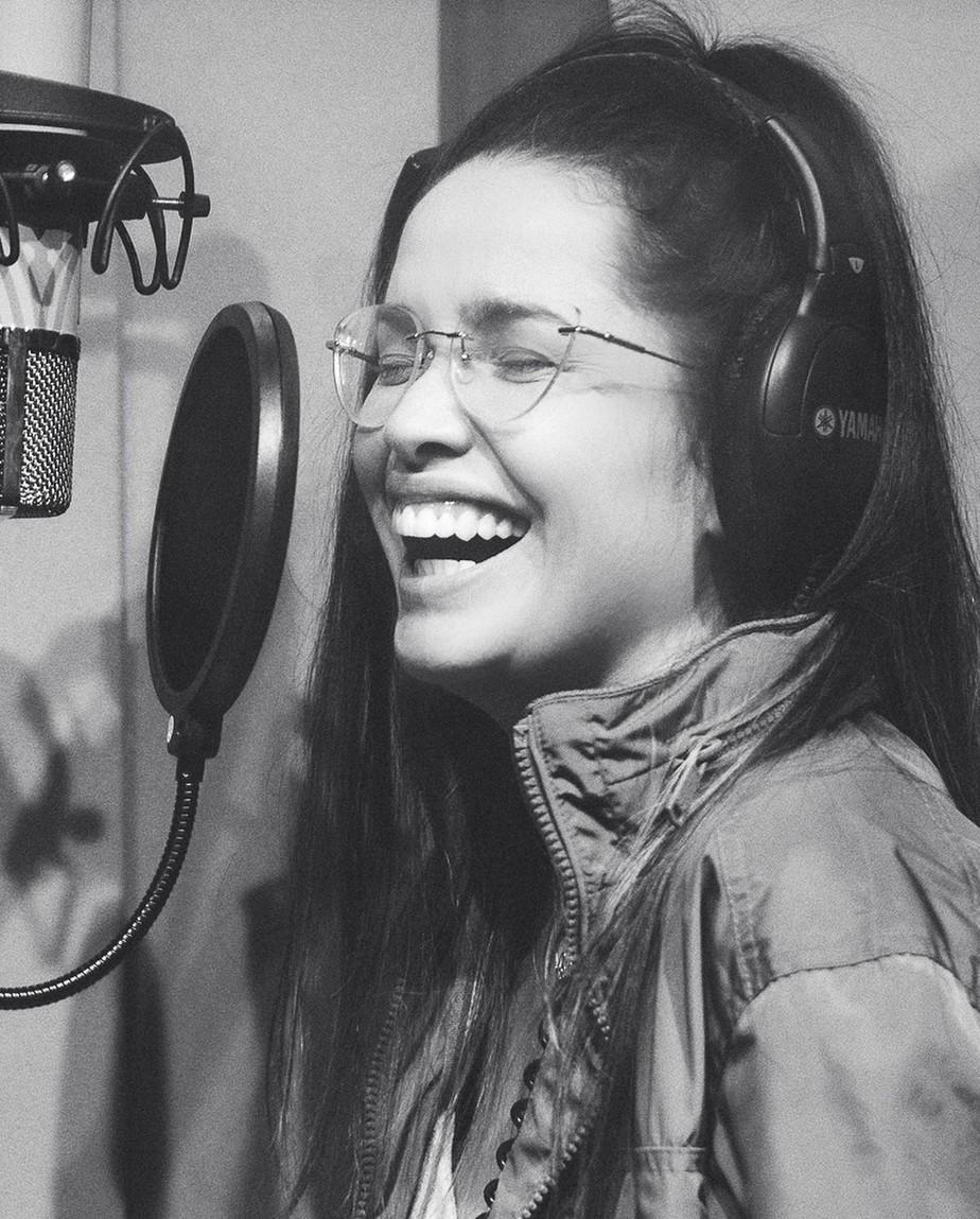 Juliette acerta ao cantar músicas inéditas no primeiro disco em vez de seguir o caminho fácil dos 'covers'